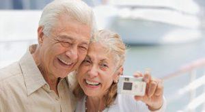 Улыбка пенсионеров после имплантации зубов