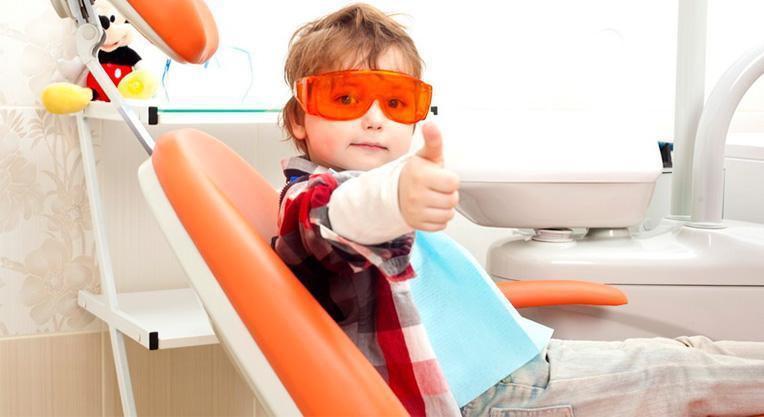 Дети у врача стоматолога