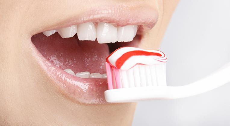 за 30 минут до процедуры нужно обязательно почистить зубы
