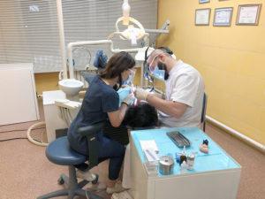 Имплантация зубов в Москве недорого