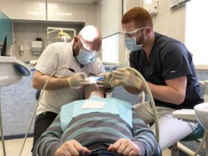 У стоматолога в клинике