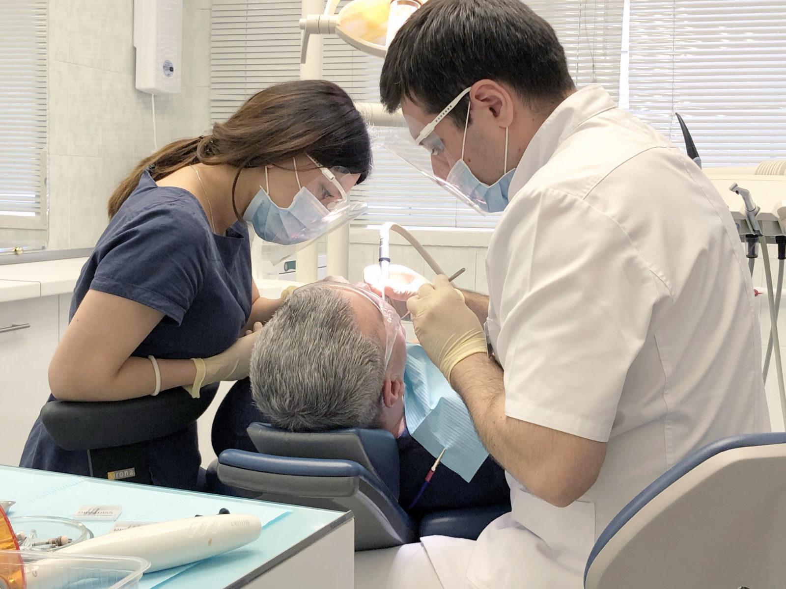 Протезирование зубов, рабочий процесс стоматолога ортопеда, Гамзат Магомедов