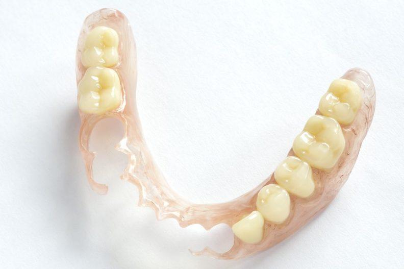 Съемные зубные протезы при частичном отсутствии зубов