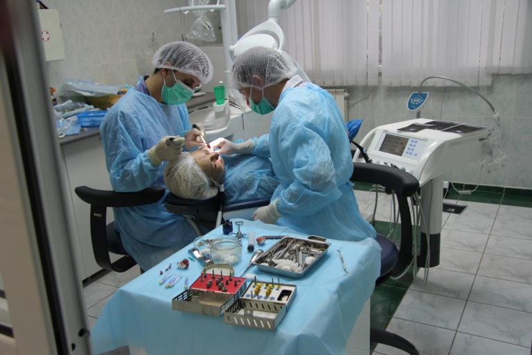 Установка имплантов Зарудний В.А