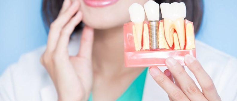 Болит имплант зуба через год после установки