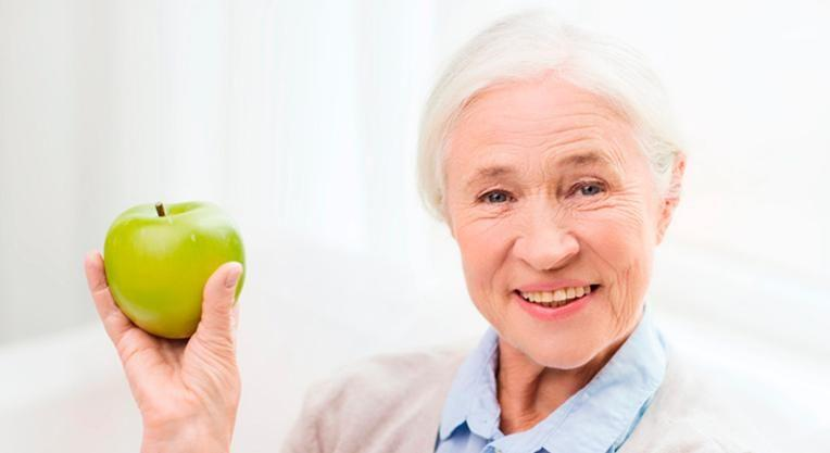пожилой пациент после стоматологии