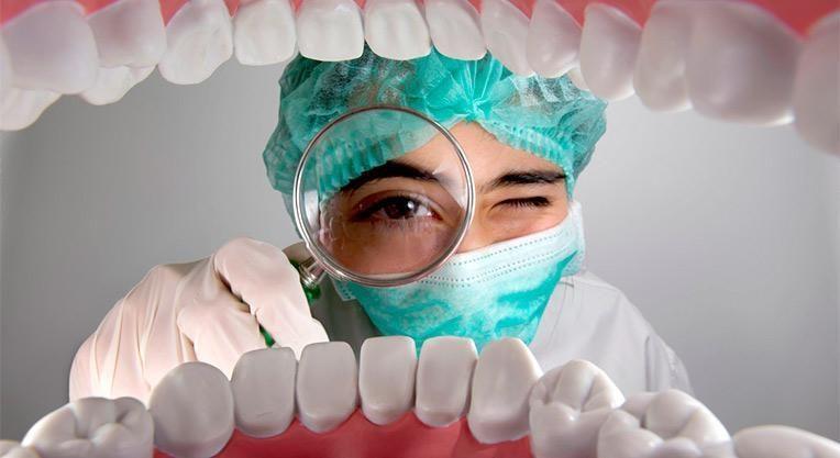 осмотр полости рта стоматологом