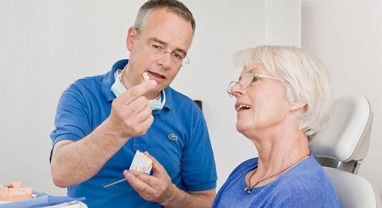 консультация пациента в стоматологической клинике