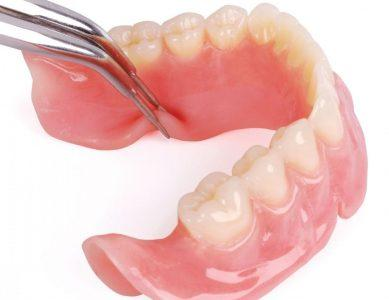 Гибкий пластичный материал для зубных протезов