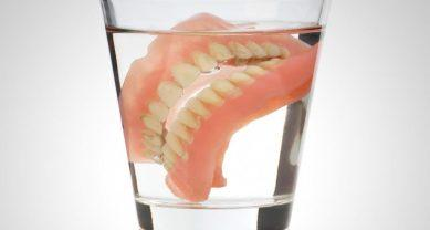 Хранение зубного протеза в растворе или воде
