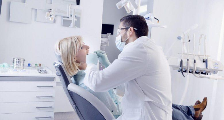 Осмотр врача стоматолога